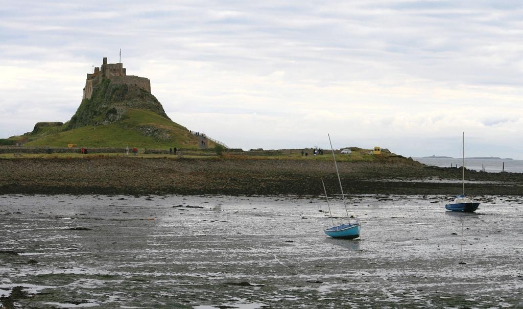1 Northumberland - Lindisfarne Castle.jpg