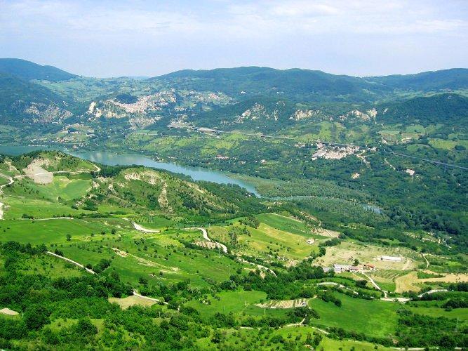 The Apennine Way - Lake Bomba.jpg