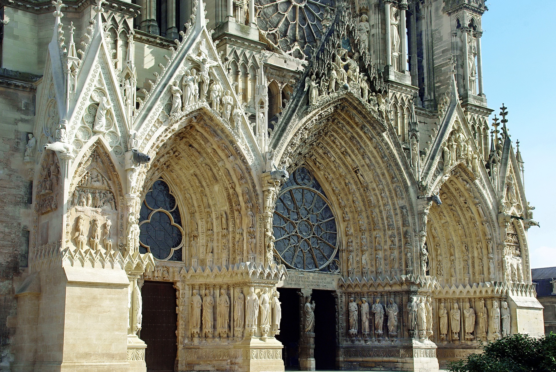 1 reims cathedral pixabay.jpg