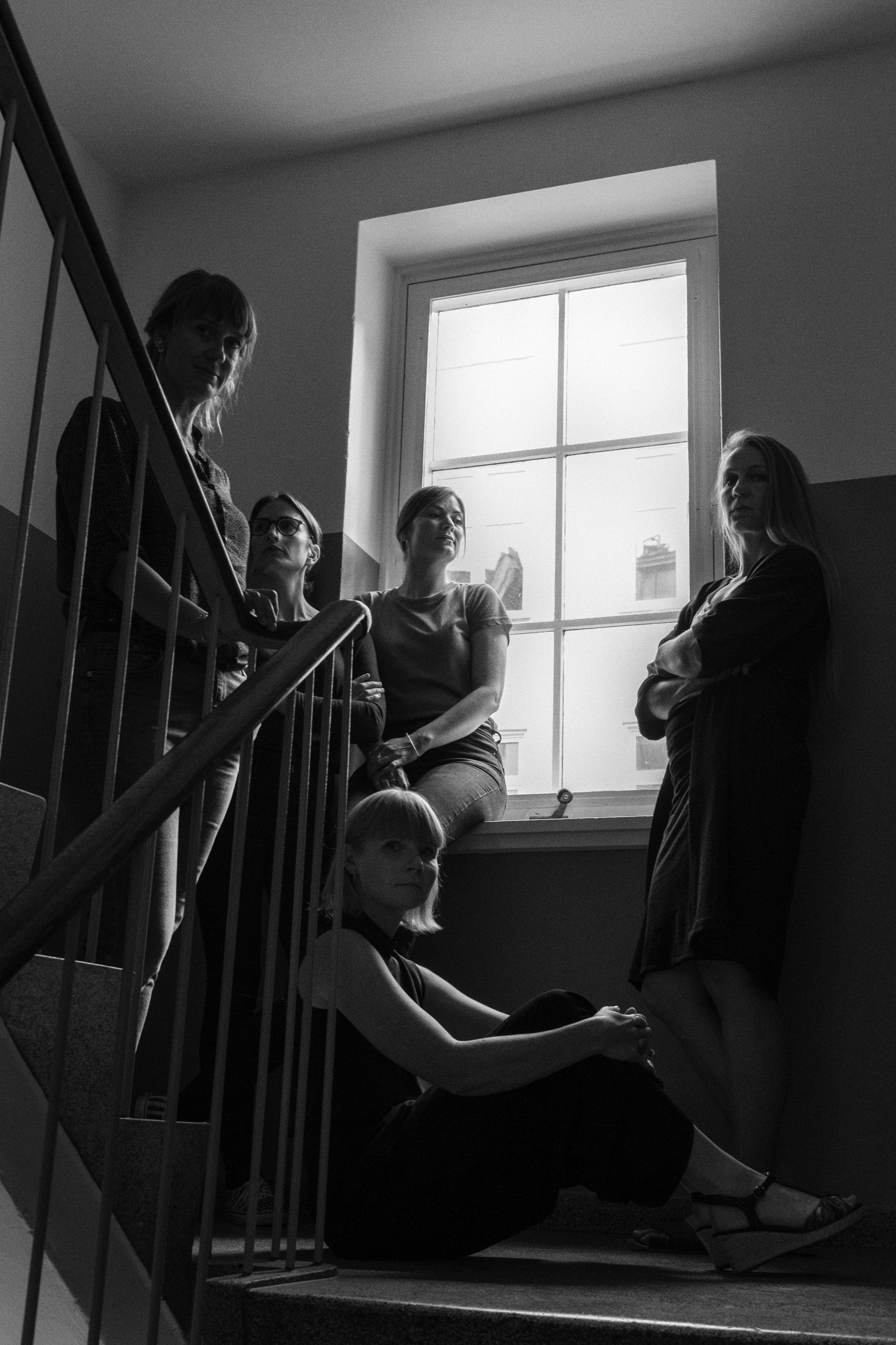 The five members of Luftkraft Glass Studio (Bidstrup sitting)
