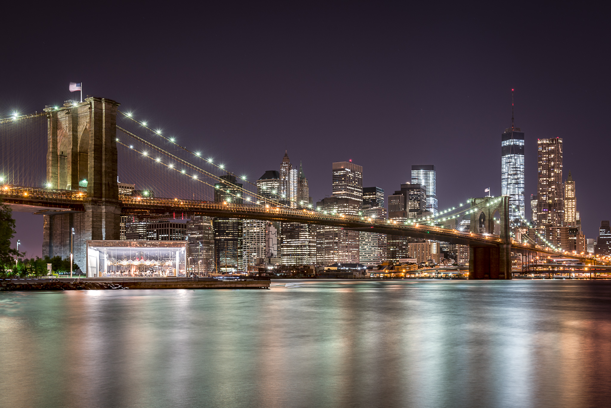 New York bei Nacht mit Skyline vom Big Apple