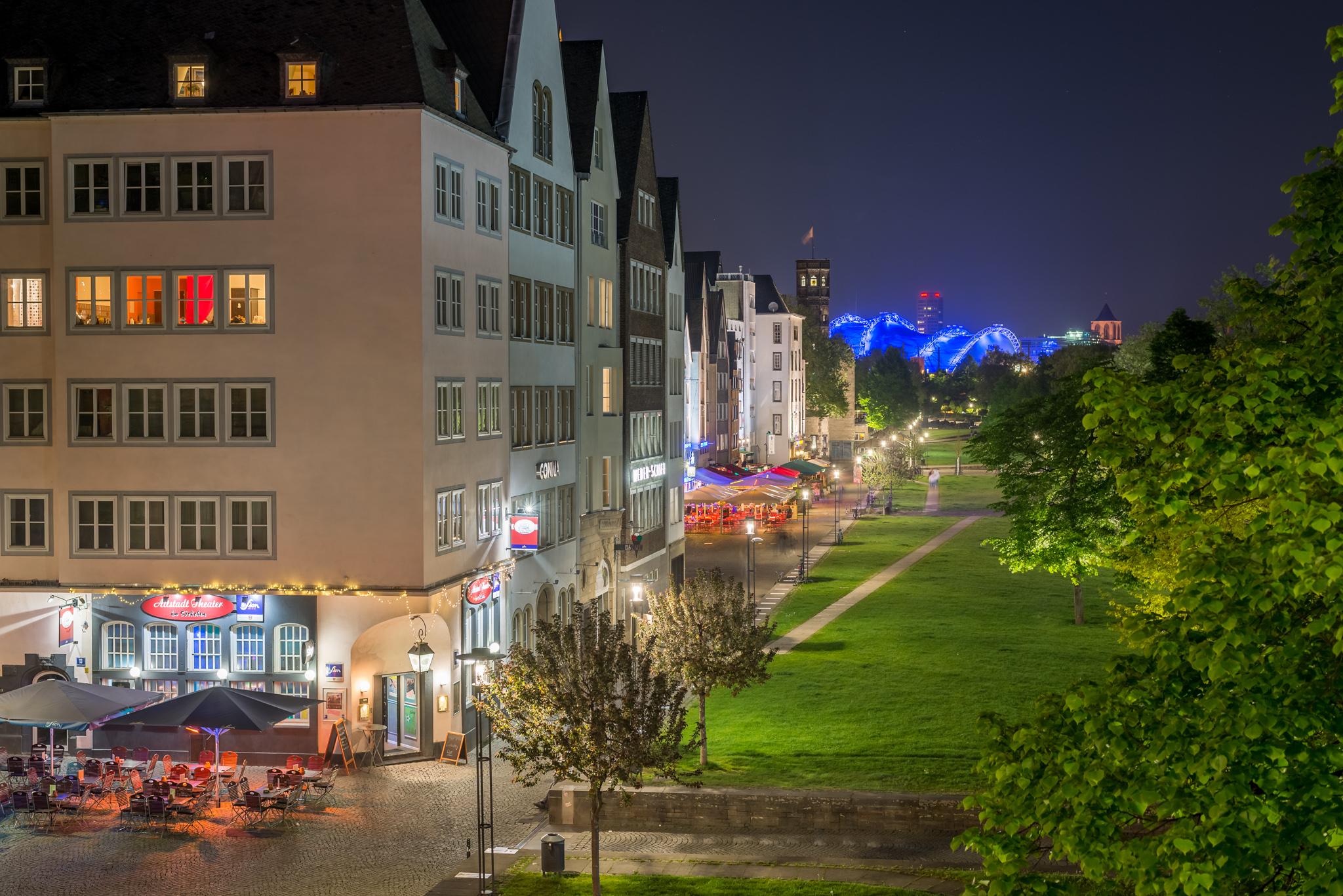Blick auf die Altstadt und einer Kneipe auf der Ecke