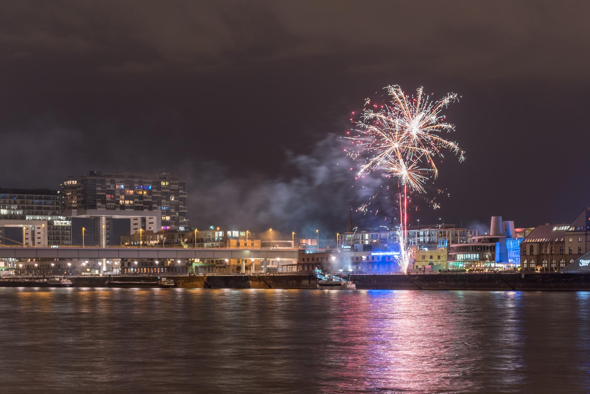 2017-07-28 Nachtkurseindrücke mit Feuerwerk in Köln