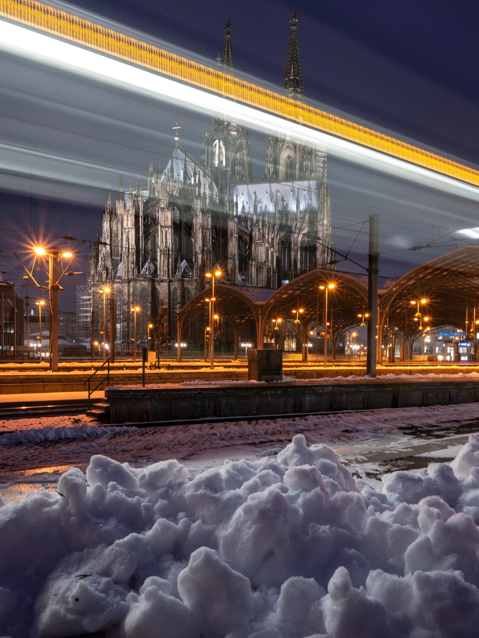 Schnee Köln 2019 Kölner Dom hauptbahnhof Lichtspur