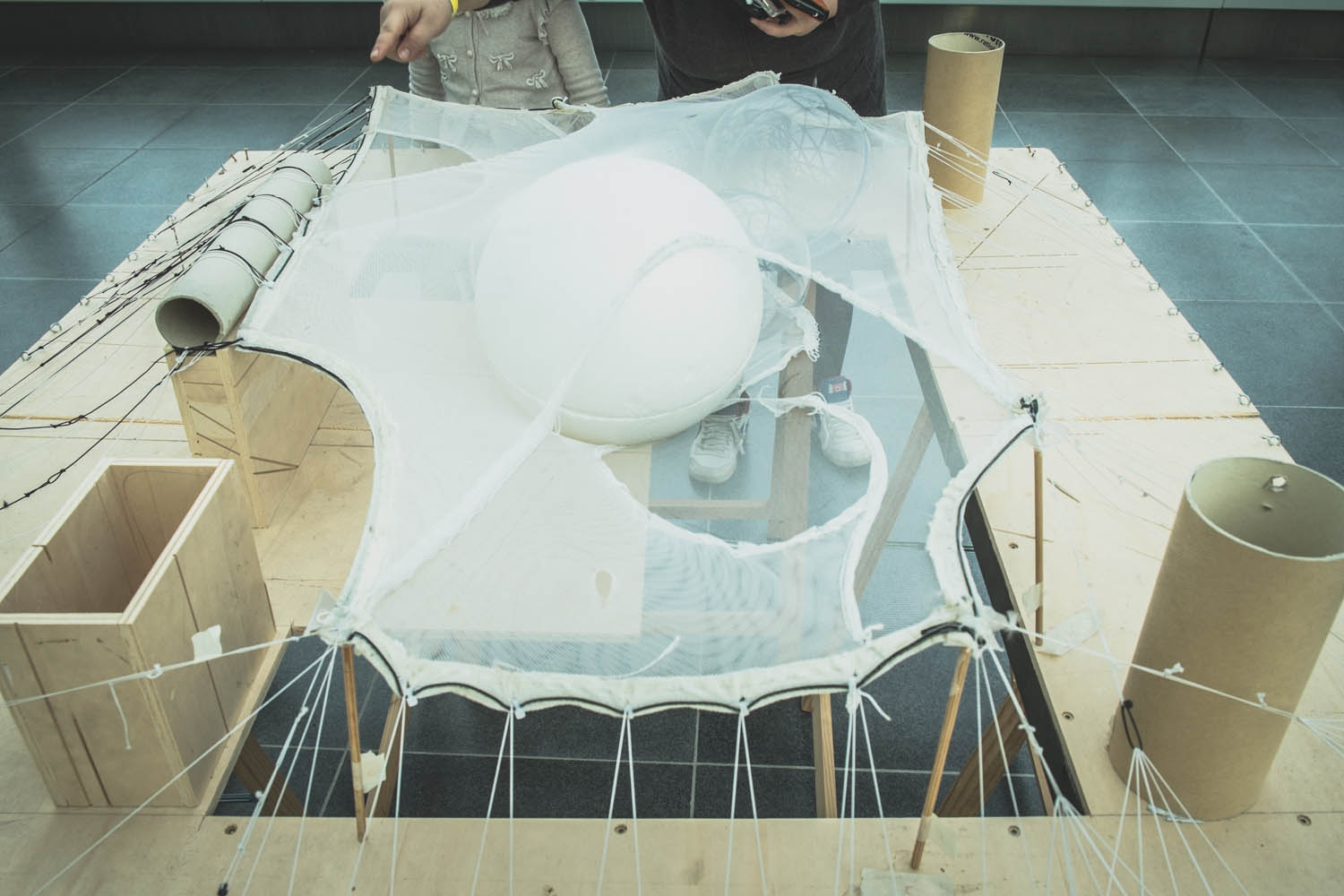 Study model, notice the sphere as key element to generate the space in between layers of net.