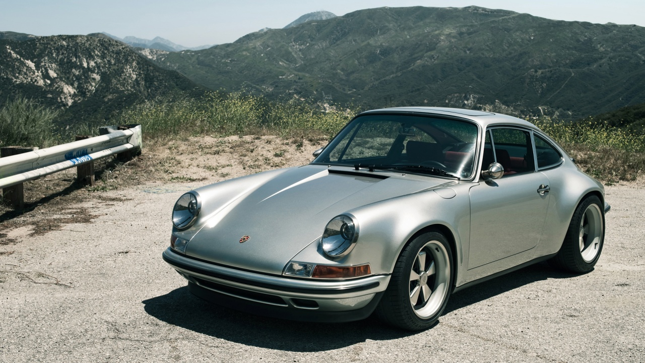 911, a Porsche classic.  Legendary key model that define the brand Porsche.