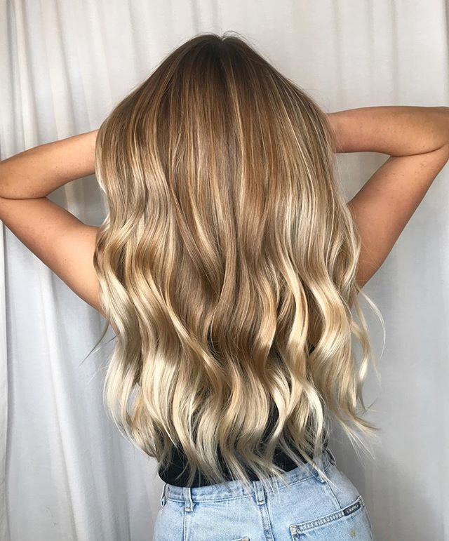 Oh hey blondie 👸🏼. Book with @hairbyabby.sbs at either one of our locations. . . #balayage#blondebalayage#longhair#charlestonbalayage#charlestonhair#charlestonblonde#charlestonstylist#mountpleasantsalon#mountpleasanthair