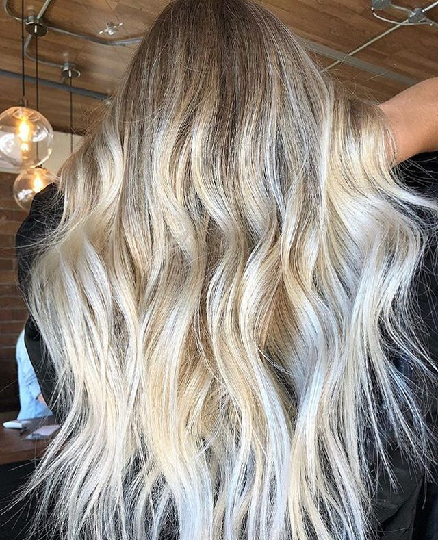 Happy Saturday! Snag some beach hair with @hairbykaitlyn.sbs at either one of our locations. . . #beachblonde#blondehair#charlestonblonde#charlestoncolor#charlestonsalon#charlestonstylist#mountpleasant