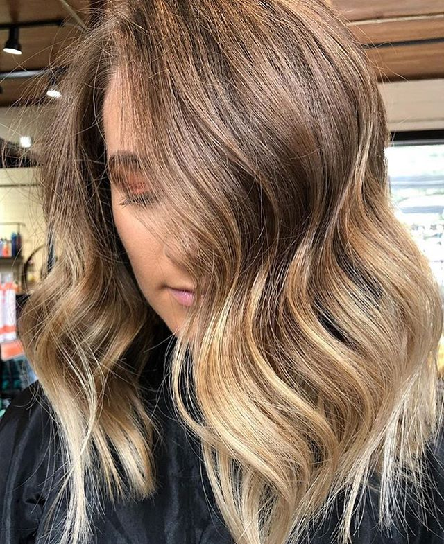 That blend 👏🏻👏🏻👏🏻. Book with @bayleebepaintin at our west Ashley location. . . #charleston#charlestonsc#charlestonblonde#charlestonhair#charlestonbalayage#charlestonhairstylist#charlestonhairartist#charlestonartist
