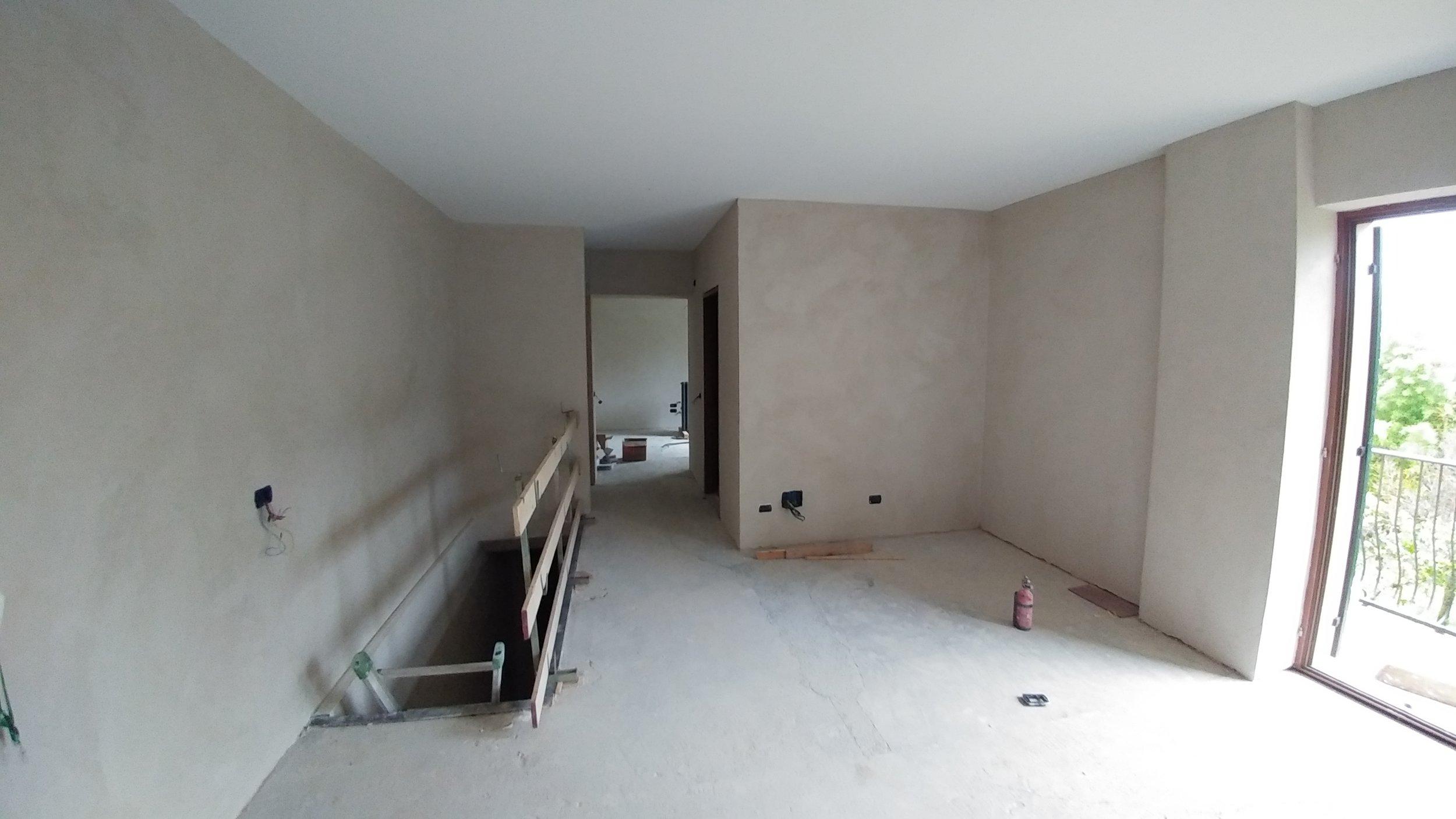 Il soggiorno con intonaco di calce