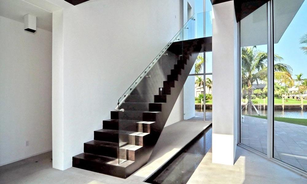stairsatfirstfloor.jpg