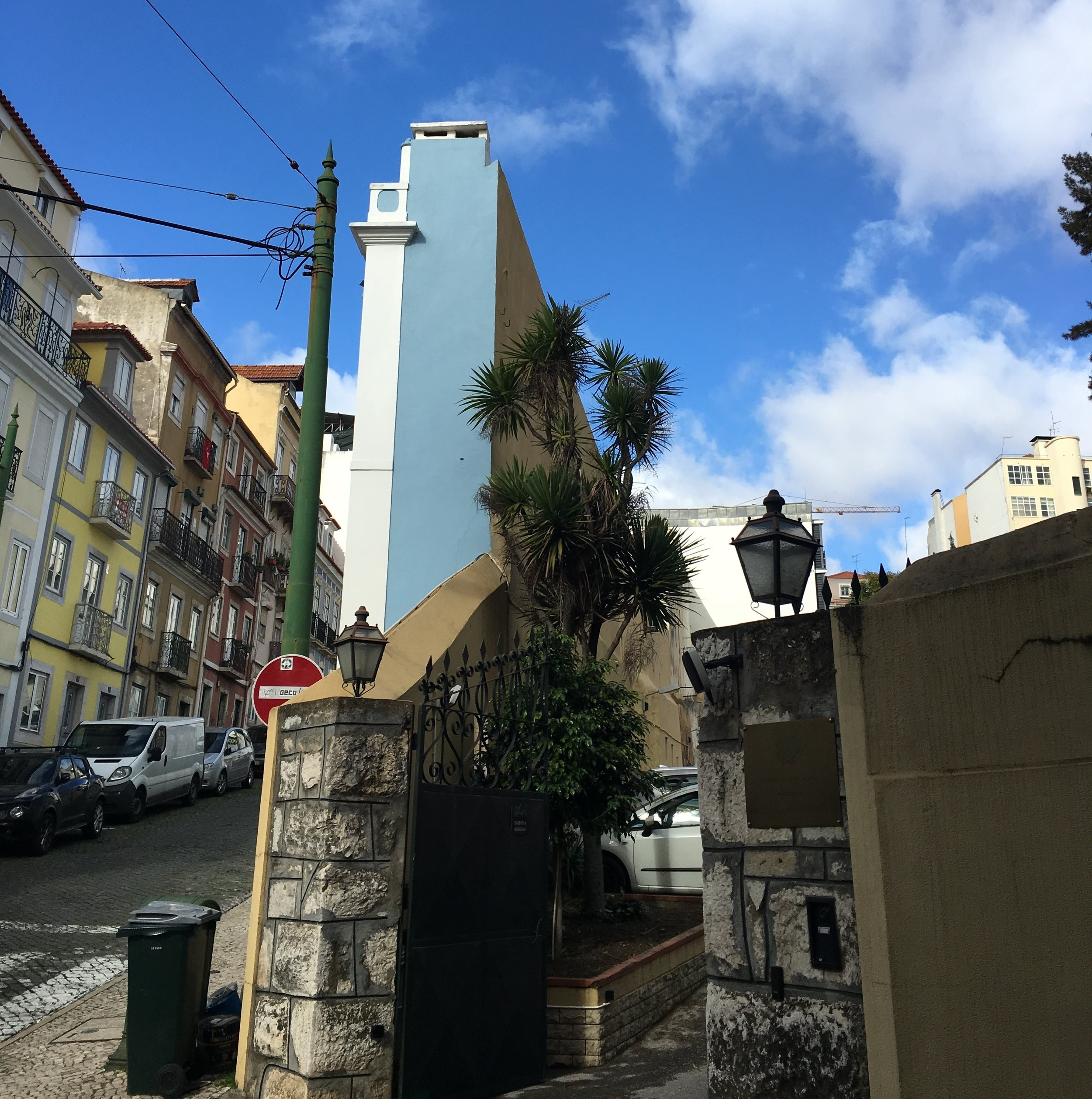 Lisbon's Narrowest Building: looks like just the facade!