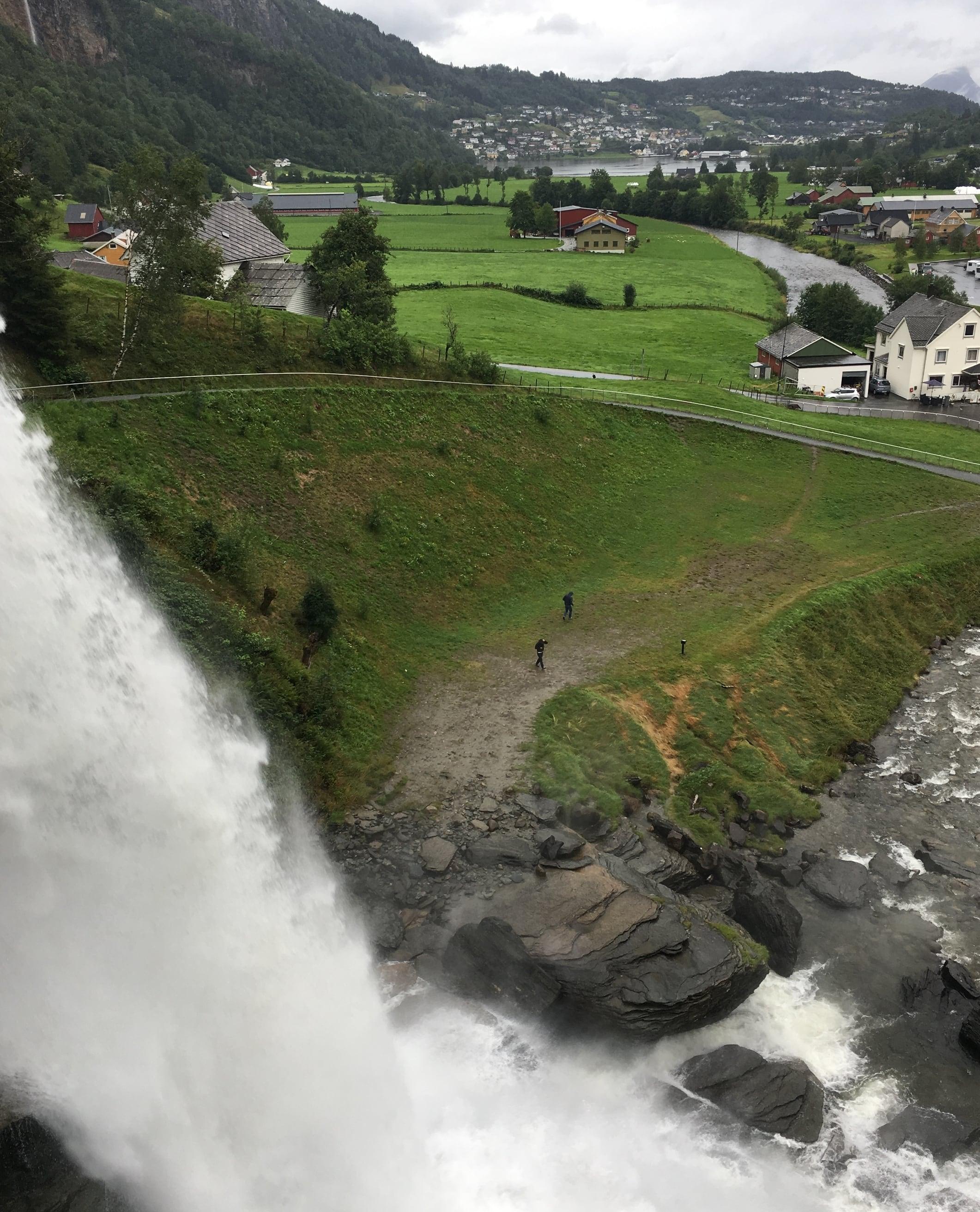The rushing water at Steinsdalsfossen