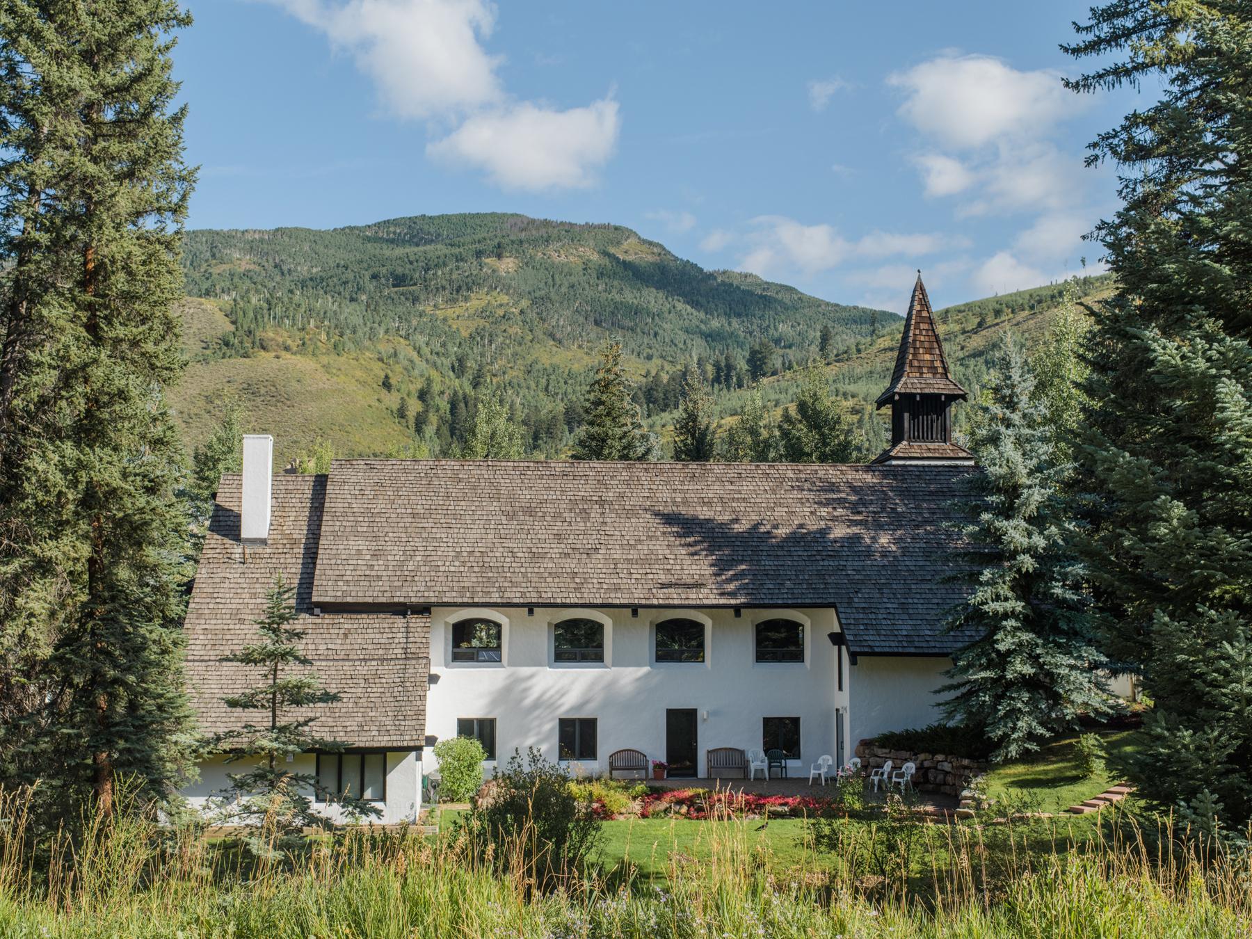 Vail Village Chapel Sophisticated Mountain Wedding Liz Banfield.JPG