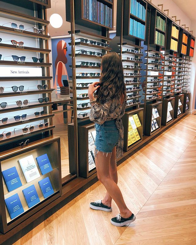 Took a stroll through the brand new Nashville @warbyparker and it's a rainbow covered dream, people! 🤓🌈😎 Stoked my new spectacles can still make me look *somewhat* chic on the days I'm too lazy to put on mascara. #Win