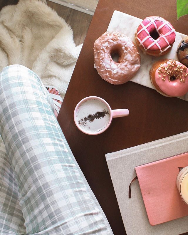 Snapshots of Sunday 🍩☕️📸 My all time favorite way to start a lazy weekend morning is with a hot pot of coffee (which often I'll turn into an adaptogenic almond milk latte🤤) and a little something sweet. My go-tos lately have been @gevaliakaffe's house blend + the @five_daughters_bakery paleo donuts - it's like a hug for my gut, heart and soul! Wishing you all a wonderful and restful Labour Day weekend ✨🌼 #QueenMode #ad #Gevalia