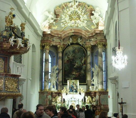 Kanzel und Hochaltarbild Wien Ober St.Veit.jpg
