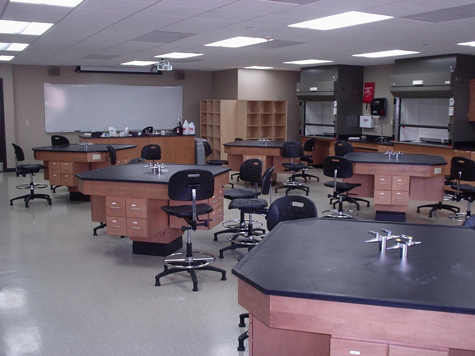 CUW - Science Classrooms (2).JPG