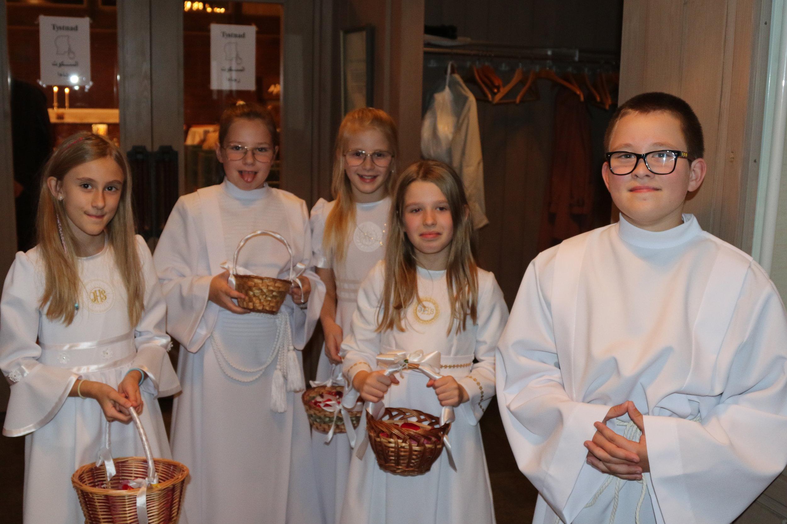 Barnen! - Flera av församlingens barn hjälpte till!