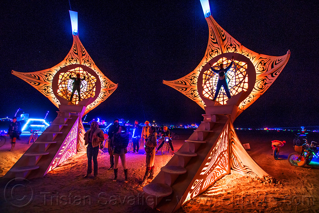 29122687724-helios-burning-man-2016 ©Tristan Savatier.jpg