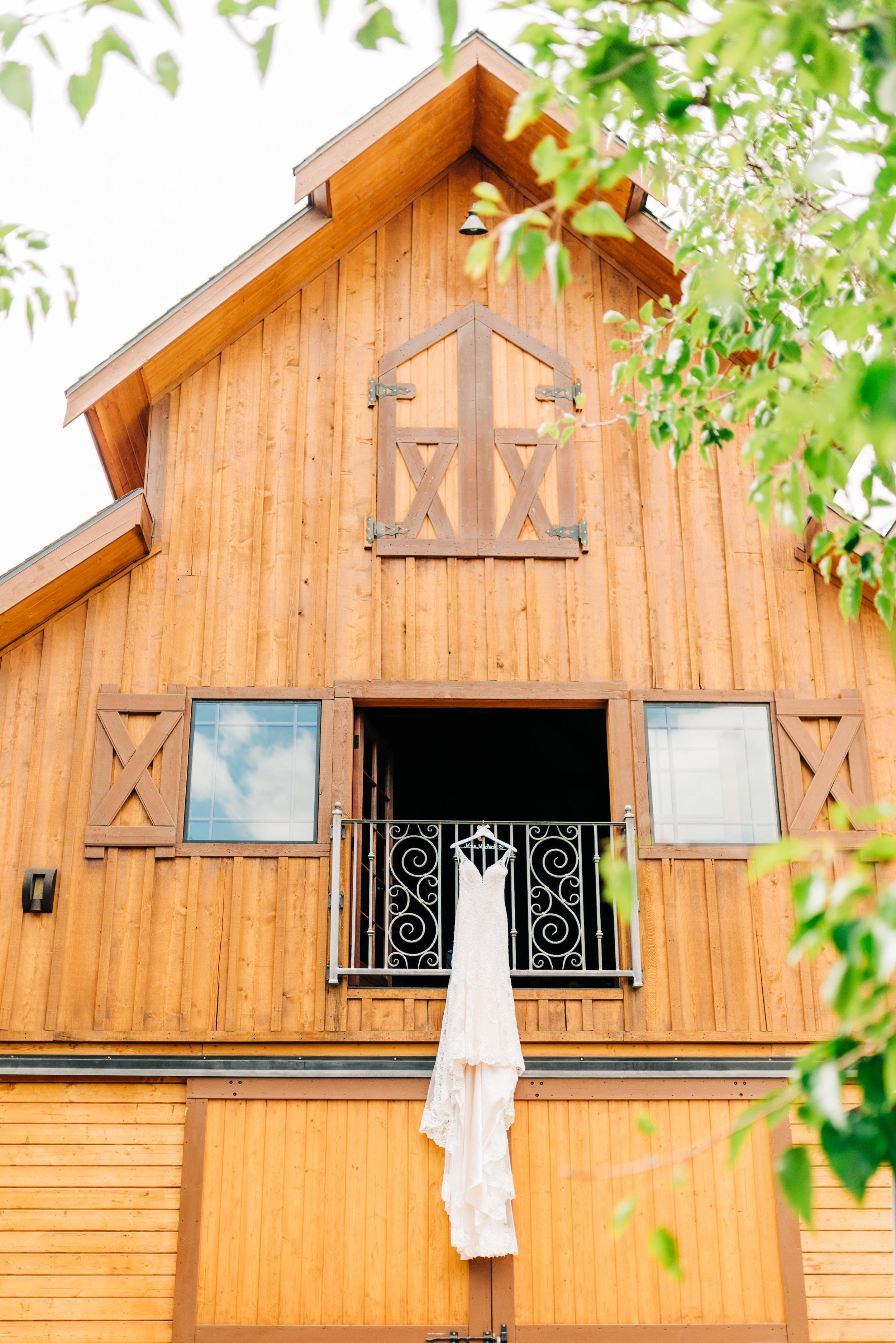 LONGSHADOW WINERY WEDDING -3.JPG