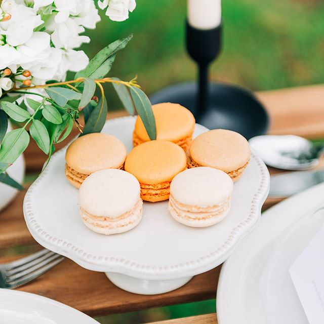 Wedding Wednesday! Pro tip: pretty sure no one at your wedding would be sad to see a table full of macaroons. Am I right, or am I right?