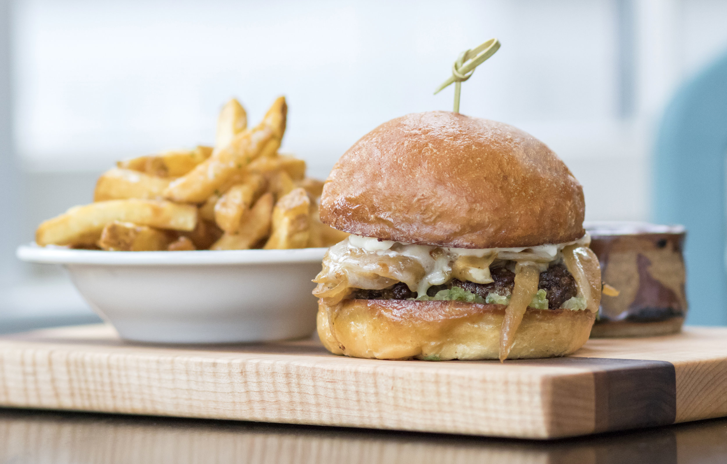 Commonwealth Bistro Burger.jpg