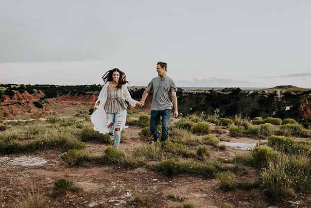 All I want is fall😭 • • • • #loveandwildhearts #belovedstories #radlovestories #muchlove_ig  #igersokc #igersok #wildoxen #moonlightdaydreamers #oklahomaphotographer #oklahomaweddingphotographer #okcphotographer #glossmountains
