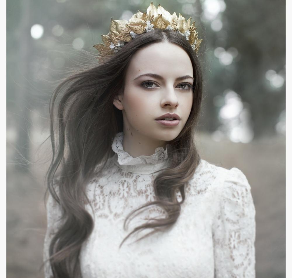 LOVE FIND CO. // GIRL BOSS - VIKTORIA NOVAK