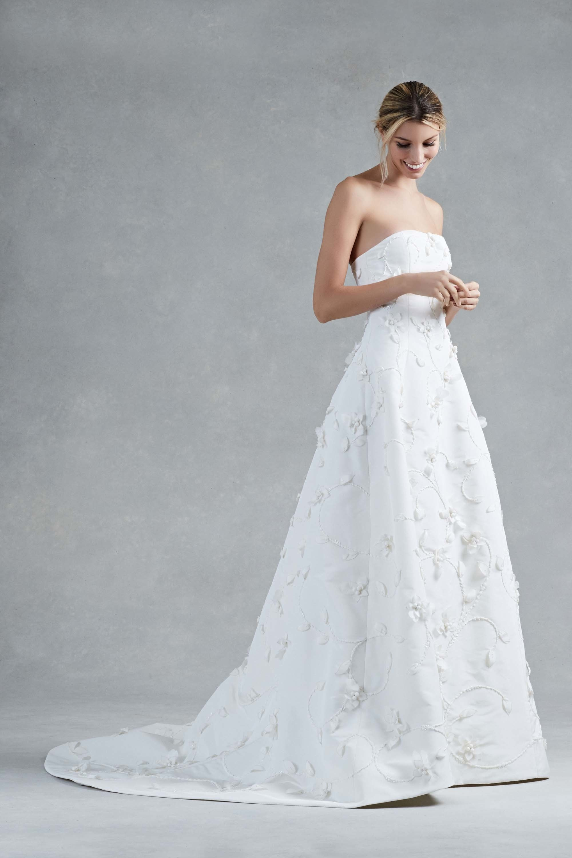 LOVE FIND CO. // The hottest bridal gown trends of 2016 - Oscar De La Renta // Follow @lovefindco on Instagram & Pinterest