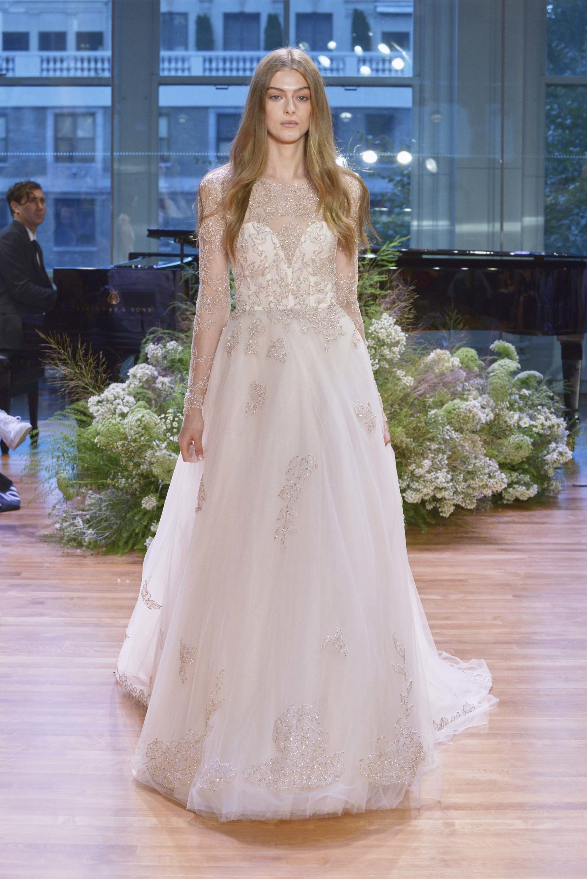 LOVE FIND CO. // The hottest bridal gown trends of 2016 - Monique Lhuillier // Follow @lovefindco on Instagram & Pinterest
