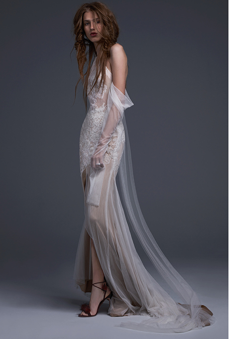 LOVE FIND CO. // The hottest bridal gown trends of 2016 - Vera Wang // Follow @lovefindco on Instagram & Pinterest