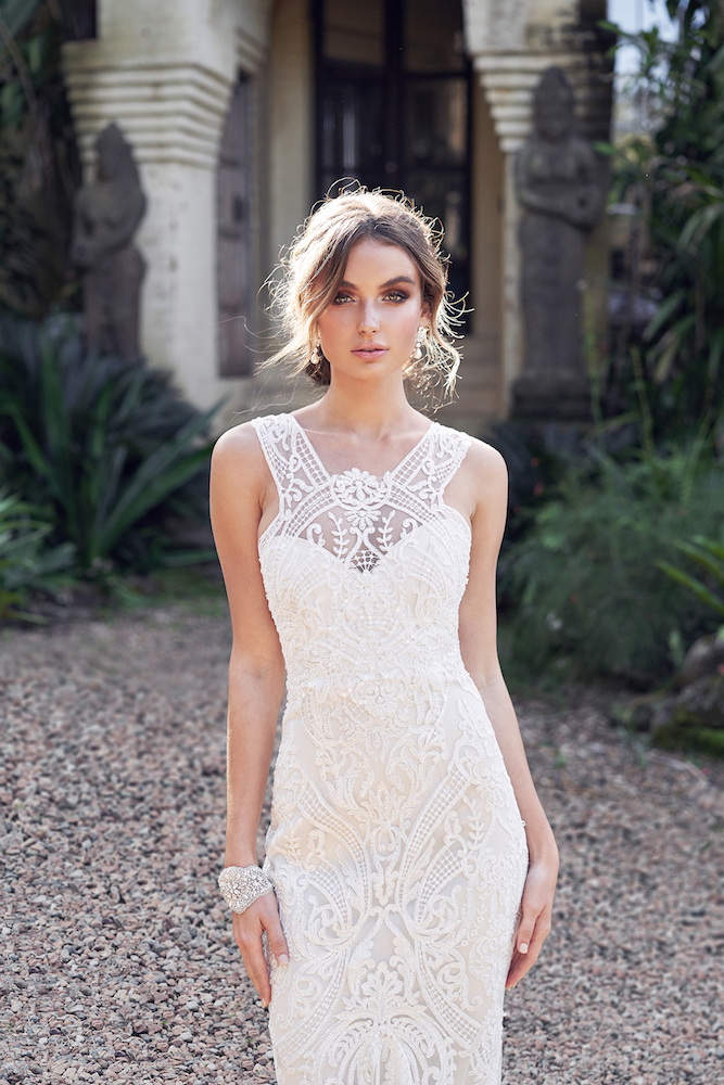 Winter wedding dress by Anna Campbell featured on LOVE FIND CO.
