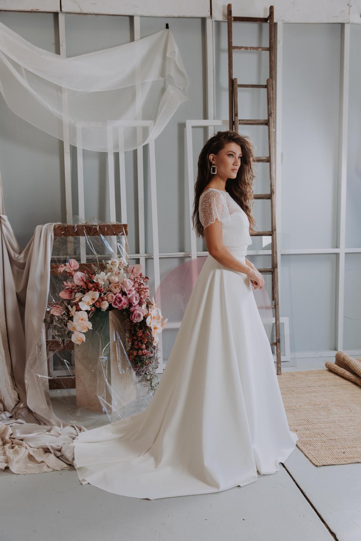 Jennifer Gifford wedding dress featured on LOVE FIND CO.