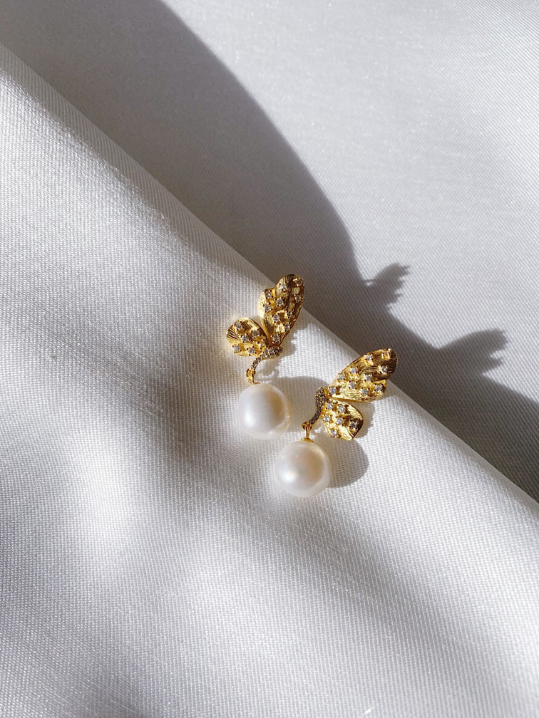 AQUARIUS PEARL DROPS by ONE DAY BRIDAL featured on LOVE FIND CO.
