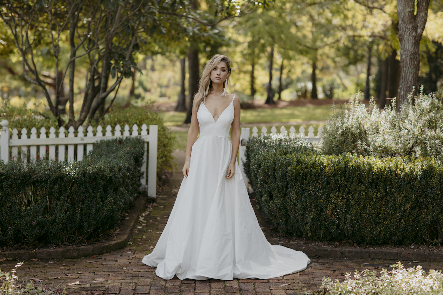 Duniway wedding dress by Kate McDonald featured on LOVE FIND CO.