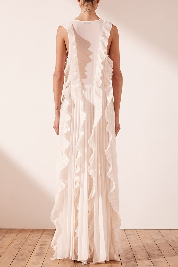 SHONA JOY - Julieta Pleated Maxi Dress | 12 Bridal Gowns You Can Buy For Under $1,000 | LOVE FIND CO. Bridal Dress Directory
