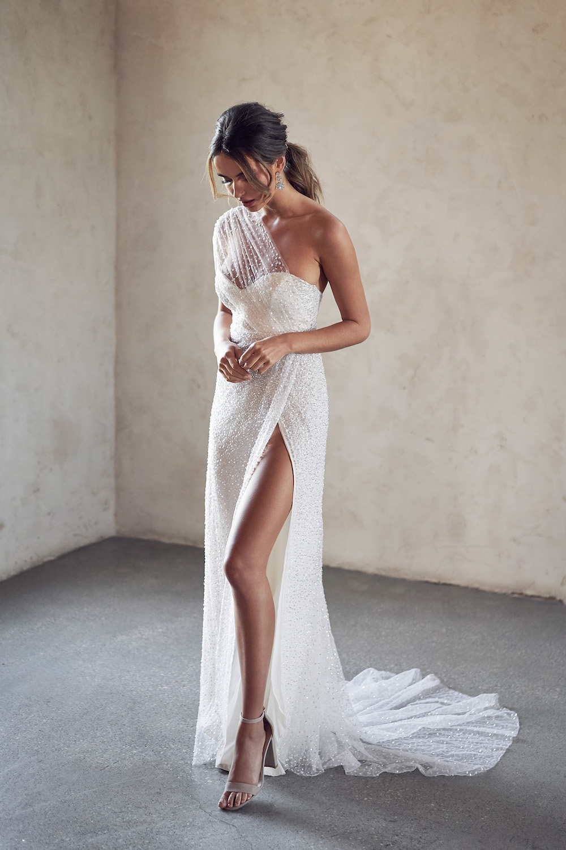 ANNA CAMPBELL Tate Side Split Dress | Wedding Dress under $5,000 | LOVE FIND CO. Bridal Directory