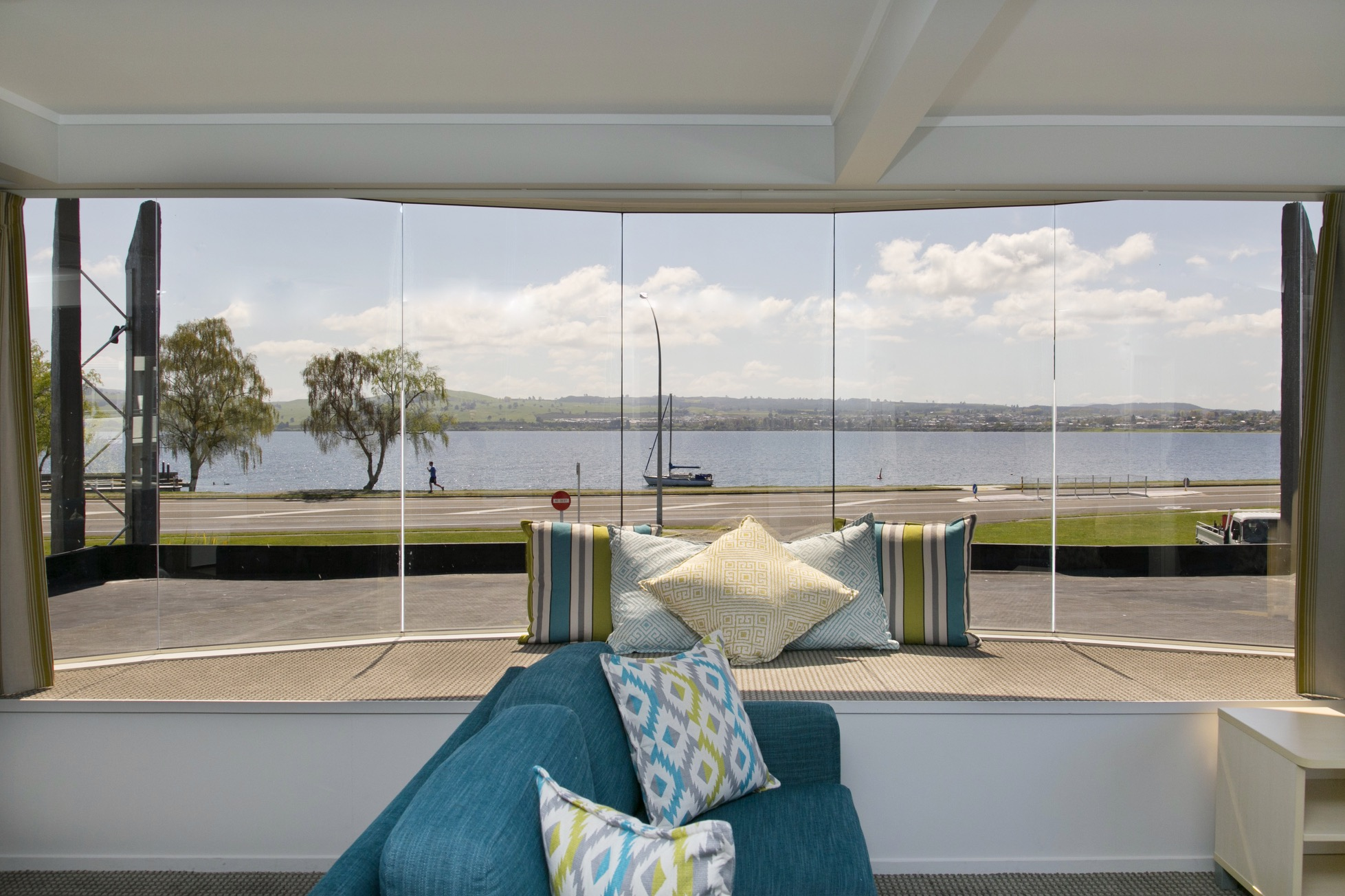 One bedroom unit with views of lake taupo from large bay windows