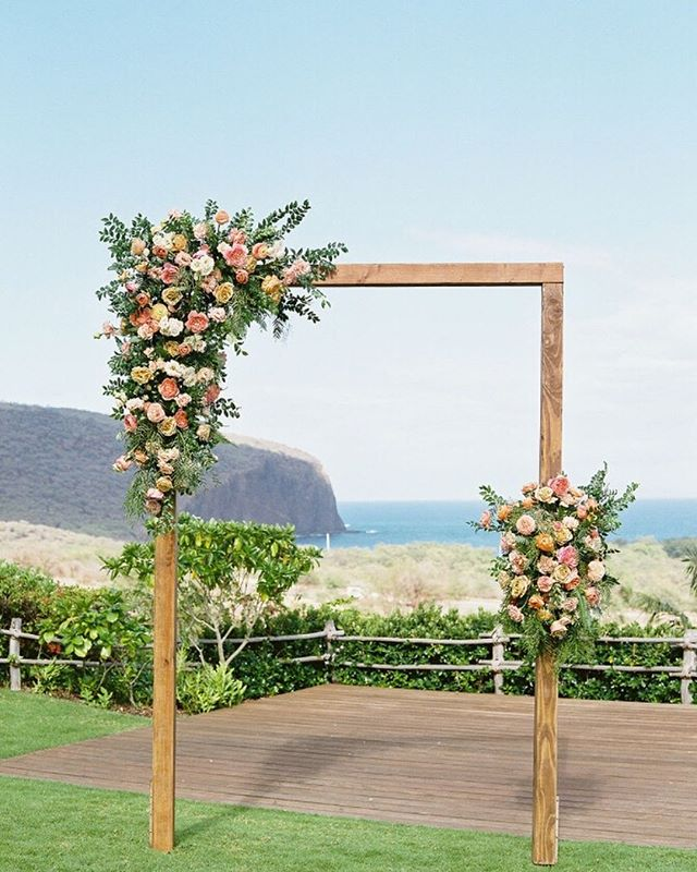 Destination Wedding | When planning a destination wedding, there is more to keep in mind than just your venue. You want to make sure you pick a destination that will be perfect for the experience you want to have with all of your guests. One of the best things about Hawaii are the five main islands and how unique they are overall - there is truly a perfect island for every personality. Which is your favorite? | Venue @fslanai | Flowers @mandygracedesigns | Arch @inspirationhawaii | Photo @jana_dillion |