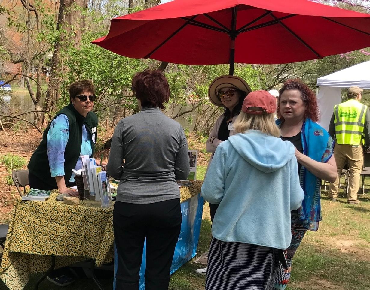 Earth Day Table at Lake Barcroft - Lisa Hylton