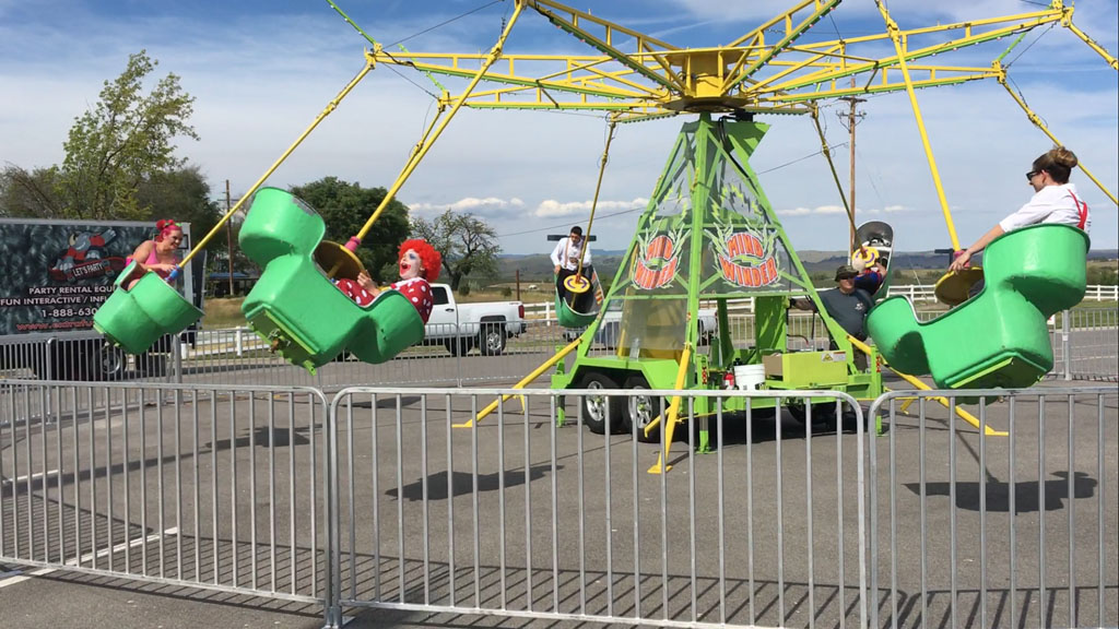 Mind Winder - This ride features eight separate tubs that seat two people. The Mind Winder Ride spins in a circle angling each tub up away from the center. The riders can spin their tub simultaneously.