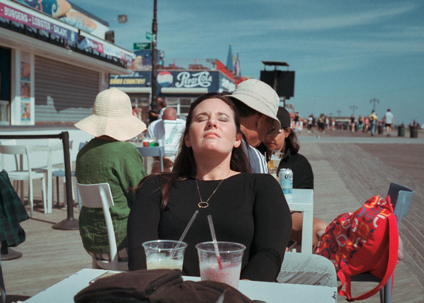 Face Sunbathing | 2019
