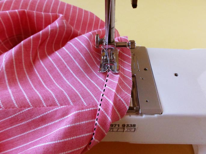 how-to-finish-an-armhole-with-bias-binding_9