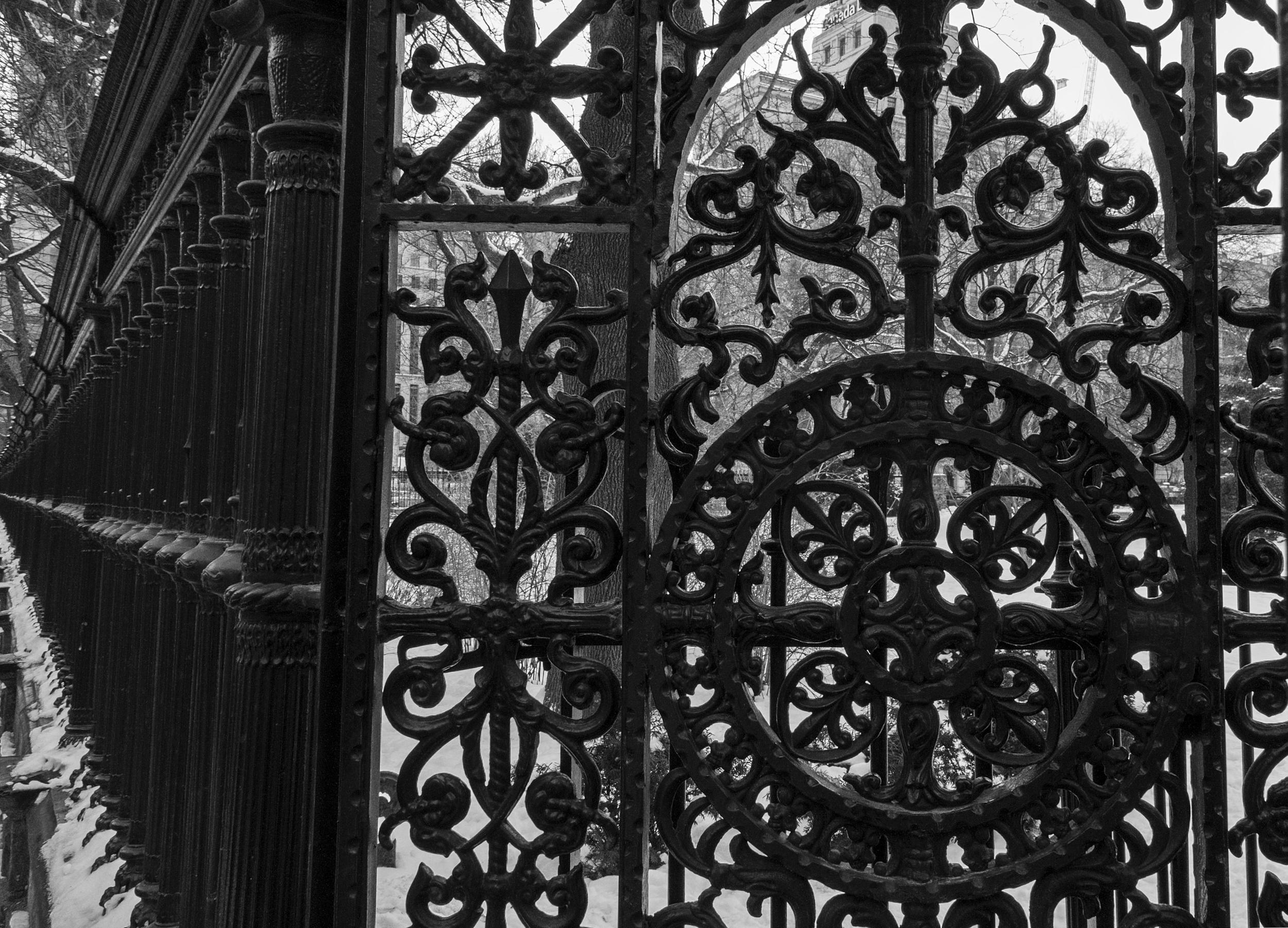 """""""Osgoode Hall Fence"""" by Roger Evans is licenced under CC ND 2.0."""