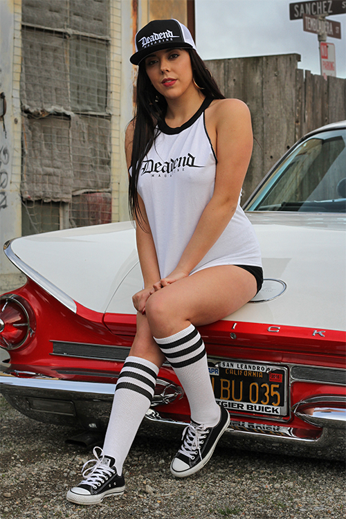 Gianna in our Deadend OE raglan & black/white OE cap (available in our online shop)