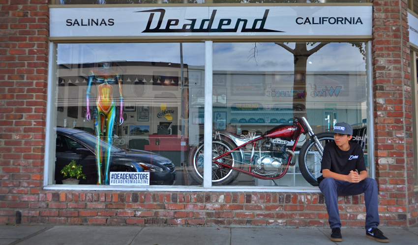 AS you can see we have some neat stuff in our window display (mannequin by Syrarium and custom bike by AE Customs)