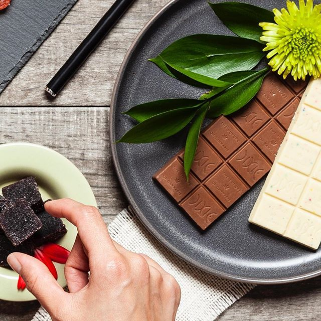 Enjoying some goodies 😋🍫 . . . . . Keep out of reach of children. For use only by adults 21 years of age and older. #dopefoto #photography #edibles #chocolate #gummies #cannabis