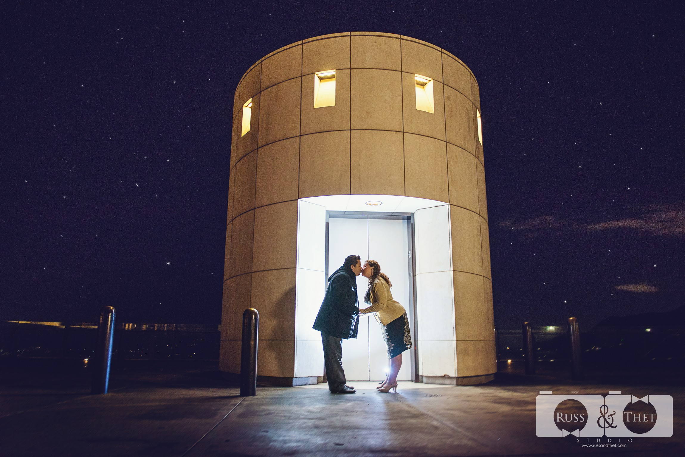 Hector&Vanessa-Griffith-Conservatory-Engagement-Photographer (3).jpg