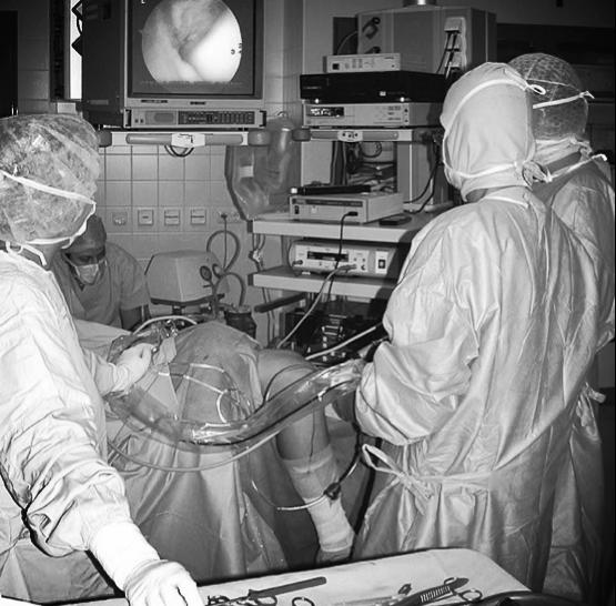 Arthroskopie-Knopflochchirurgie am Kniegelenk